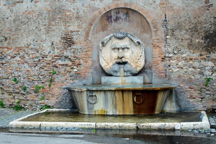 Fontana in Piazza Pietro D'Illiria