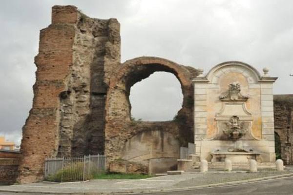 Fontana di Clemente XII a Porta Furba