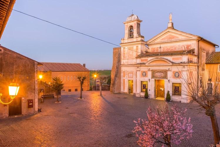 Santuario di Santa Maria del Divino Amore