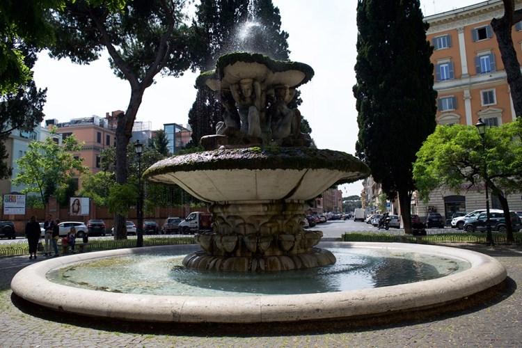 Fontana delle Cariatidi a piazza dei Quiriti