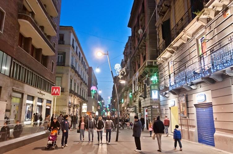 Vie per ogni acquisto: Shopping a Napoli