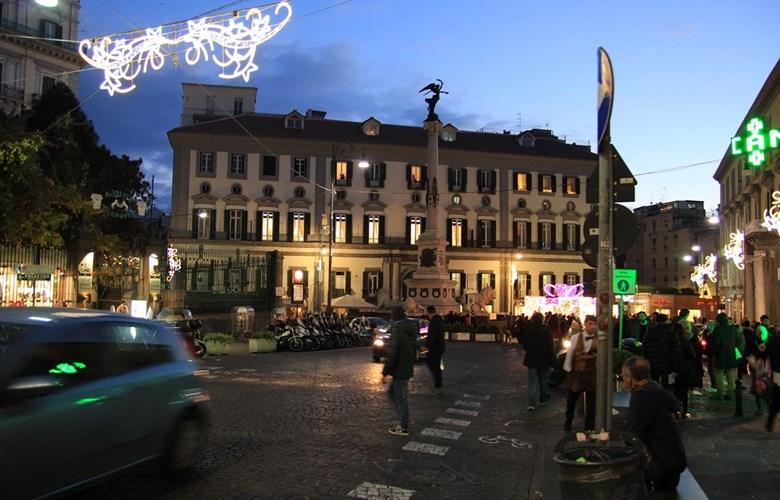 Movida sul mare: Napoli notturna