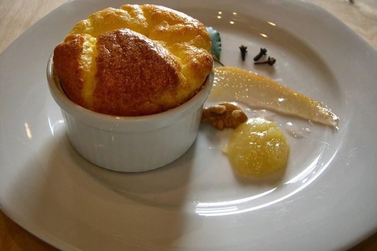 Sufflè di Castelmagno con miele e noci